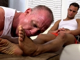 Dark Skinned Hunk Javi Gets His Feet Worshiped – Javi