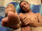 Novice Aaron Enjoys A Jerk Off – Aaron